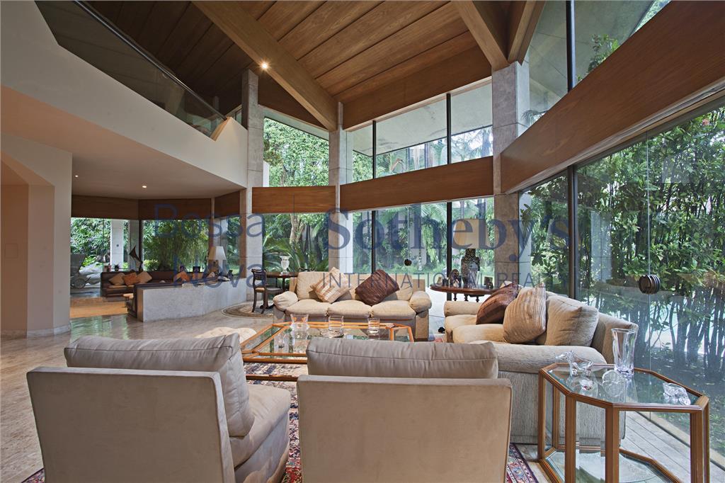 Casa moderna no melhor terreno do Jardim América