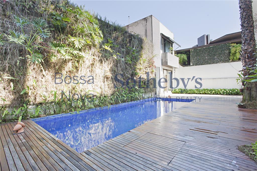 Casa com projeto de Arthur Casas