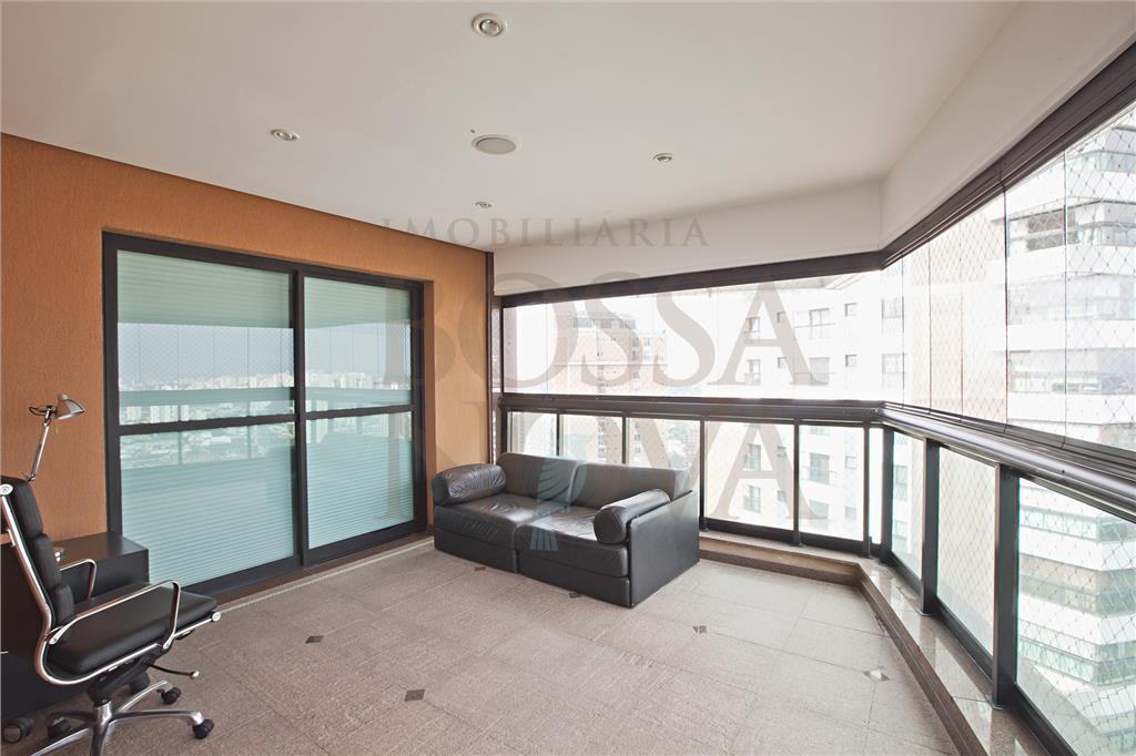 Apartamento reformado com vista espetacular.