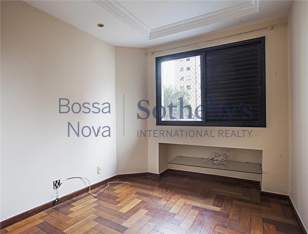 Apartamento bem localizado em Moema