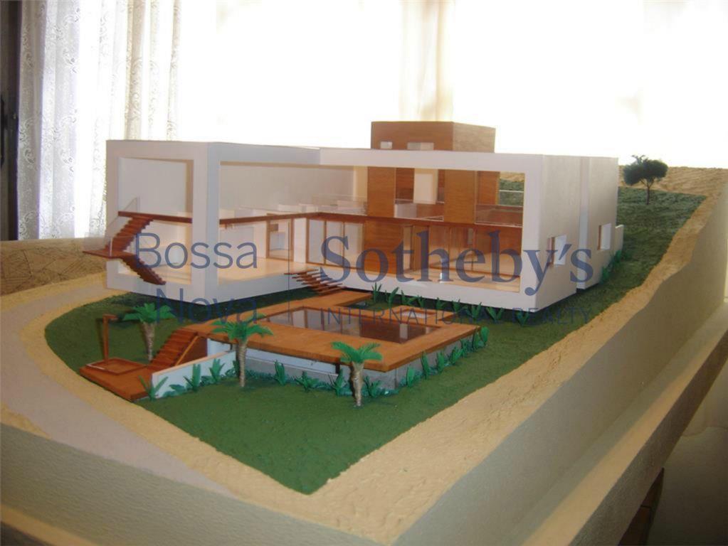 Terreno no Condomínio Taguaiba, com projeto Roberto Migotto