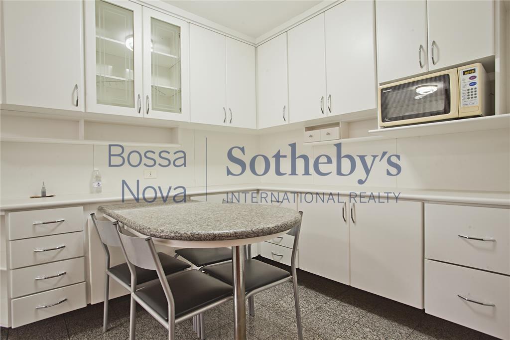 Apartamento  residencial à venda, com excelente localização em Moema.