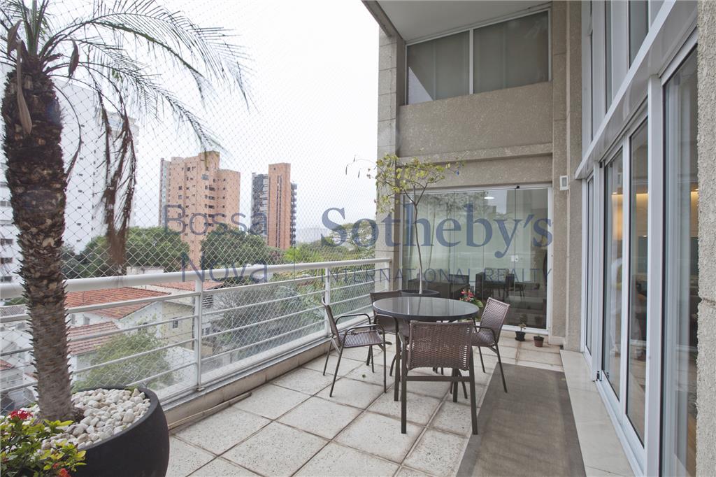 Apartamento moderno com pé direito duplo e terraço gourmet