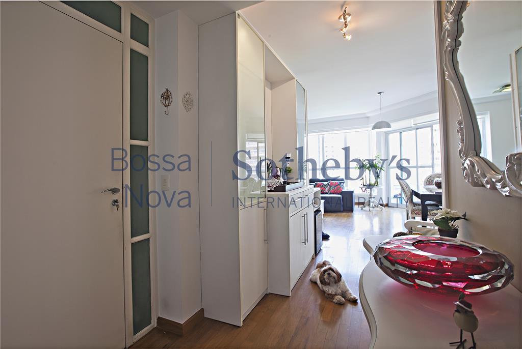 Apartamento  charmoso com varanda na melhor localização de Moema