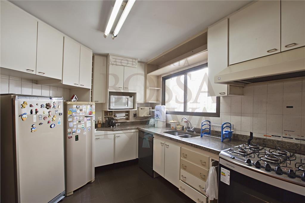 Apartamento com linda vista livre.