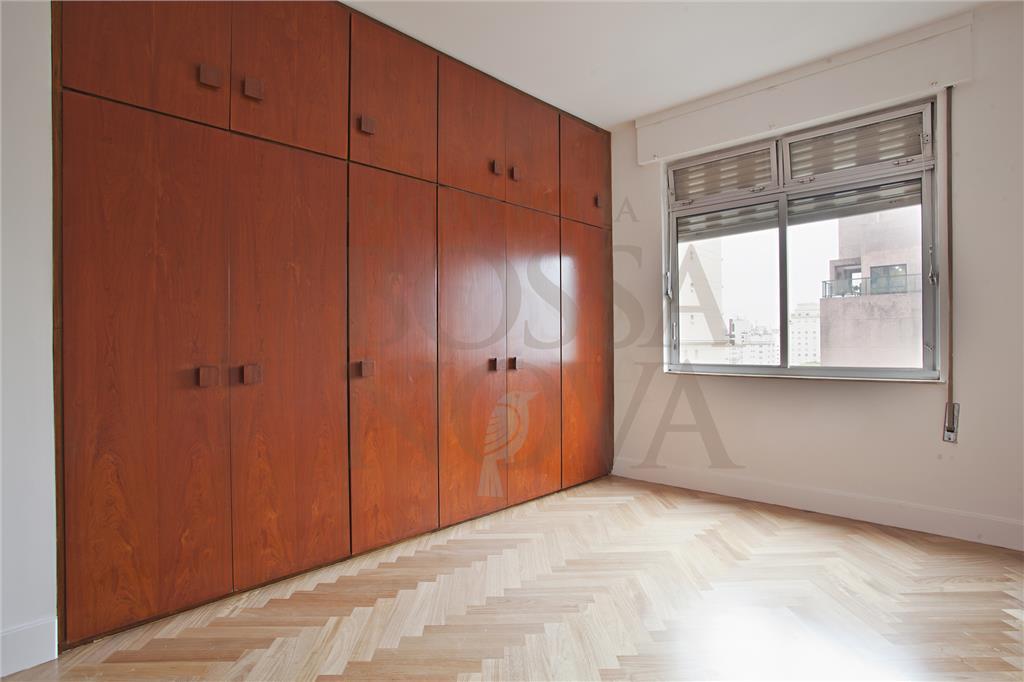 Apartamento no Jardim Paulista,  reformado,amplo, ótima localização.