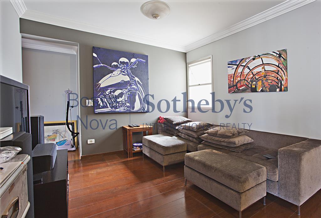 Lindo apartamento em rua  cobiçada  no Itaim.