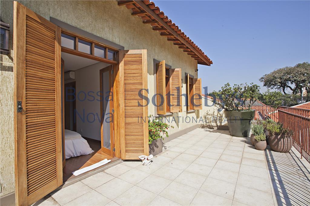 Casa moderna e clean no Alto de Pinheiros