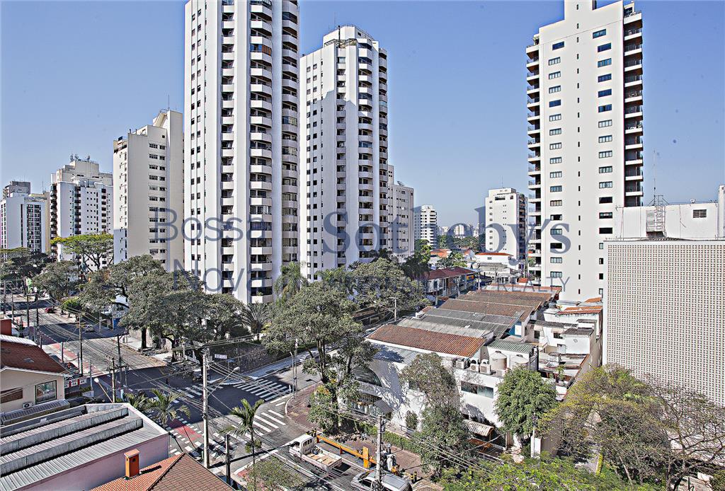 Apartamento com terraço no melhor de Moema