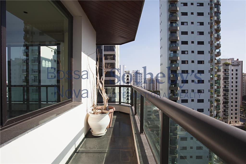 Belíssimo apartamentos com varandas e vista!