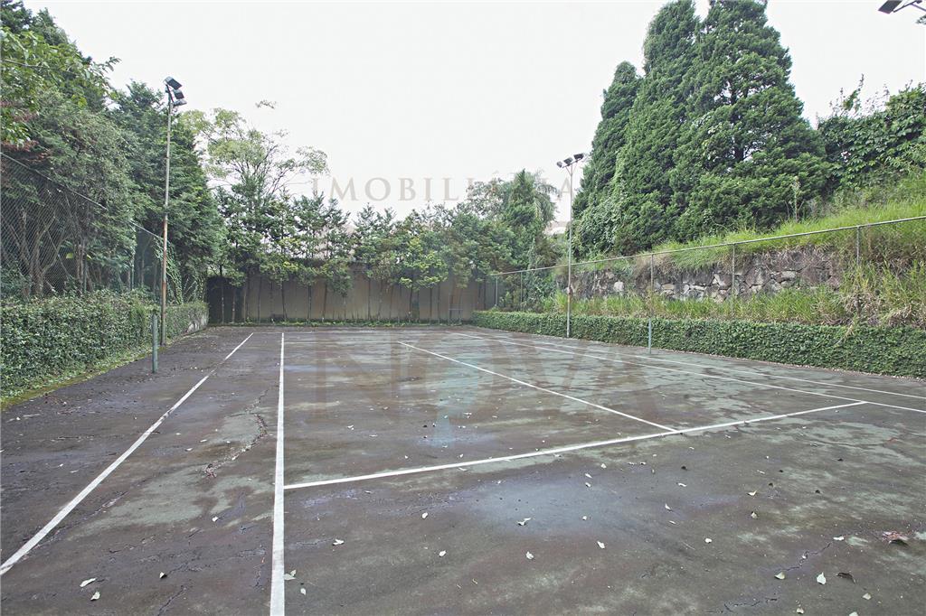 Magnífico jardim,quadra de tenis e Campo de futebol