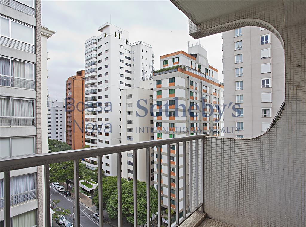 Apartamento para reforma em localização desejada dos Jardins