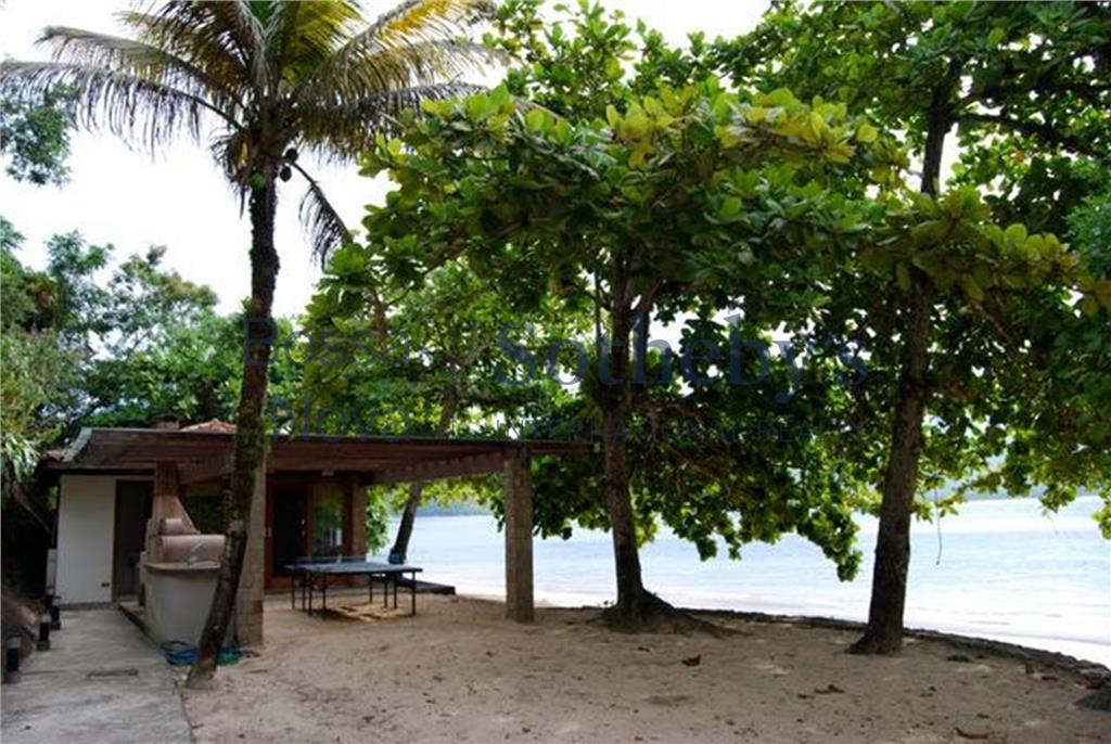 Ilha particular na baía da Ilha Grande.