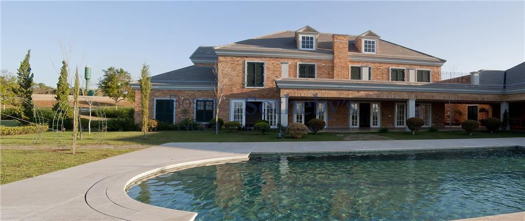 Bela casa com fachada em tijolos