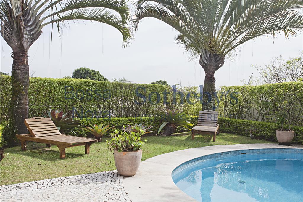Lindo projeto, arquitetura moderna, área social totalmente integrada com o Jardim.