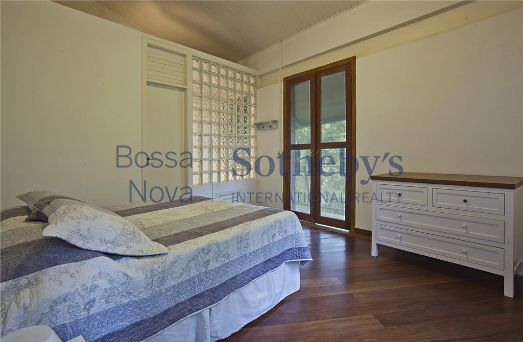 Casa de 6 dormitórios em Iporanga, Guarujá - SP
