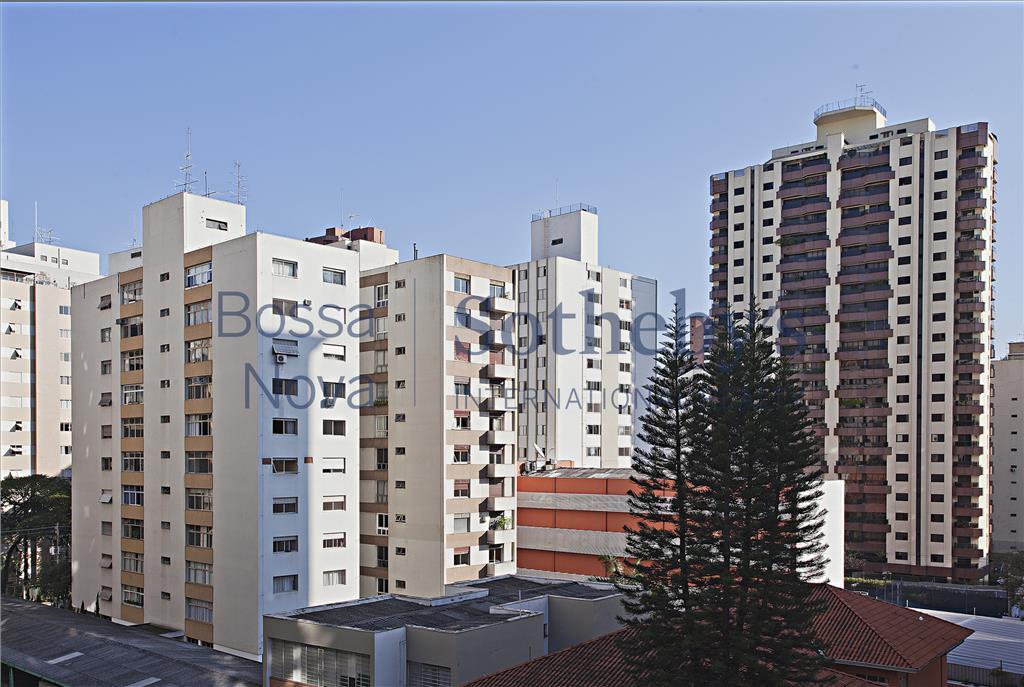 Rua tranquila espaçoso para modernizar