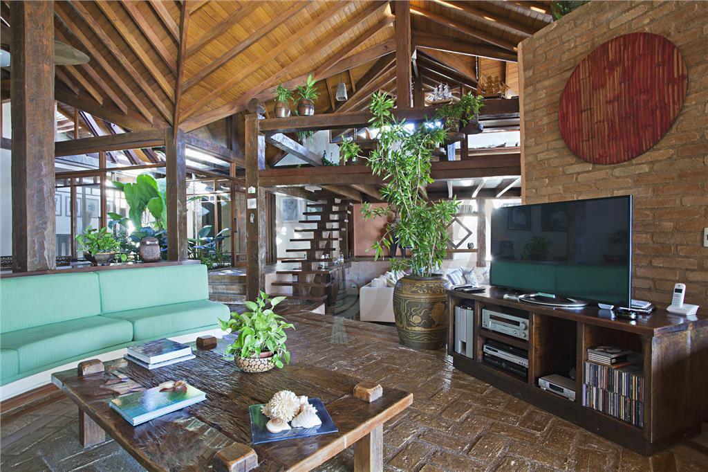 Atrativa casa no bairro Flechas de Ilhabela