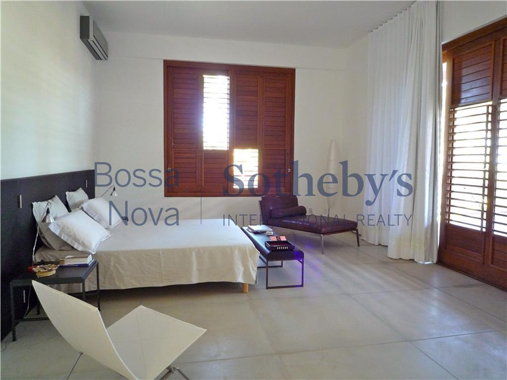 Casa de 6 dormitórios em Busca Vida, Camaçari - BA