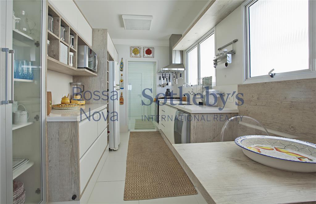 Apartamento de 4 dormitórios à venda em Astúrias, Guarujá - SP