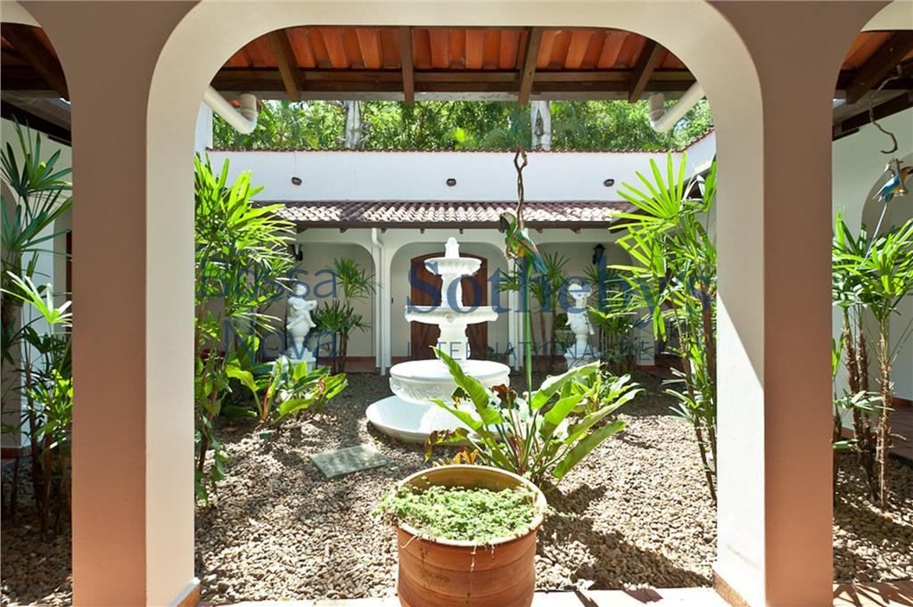 Incrível casa integrada a natureza.