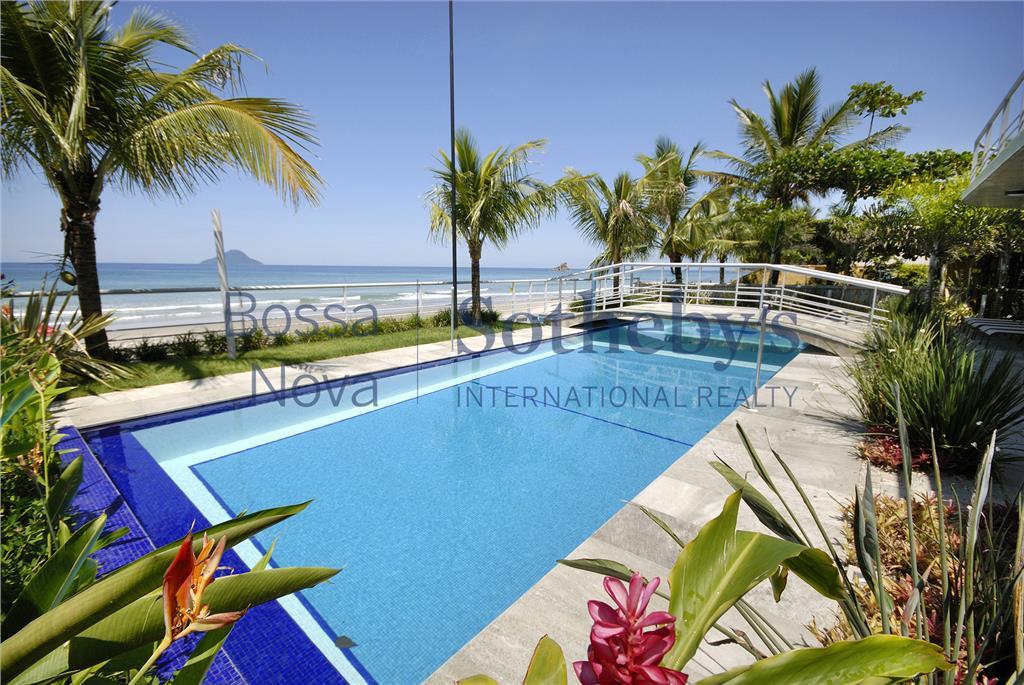 Luxuosa casa pé na areia com vista para o mar.
