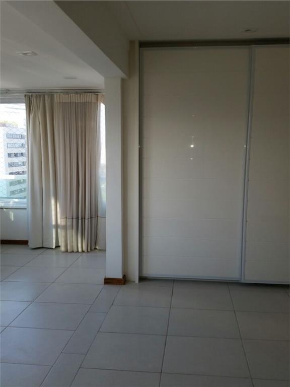 Apartamento à Venda - Pituba