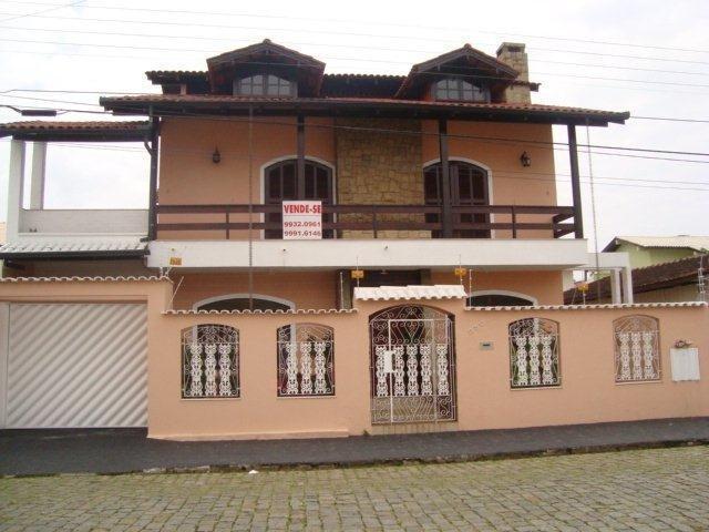 Casa com 3 dormitórios, sendo 3 suítes.