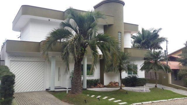 Linda casa de alto padrão em condomínio fechado!