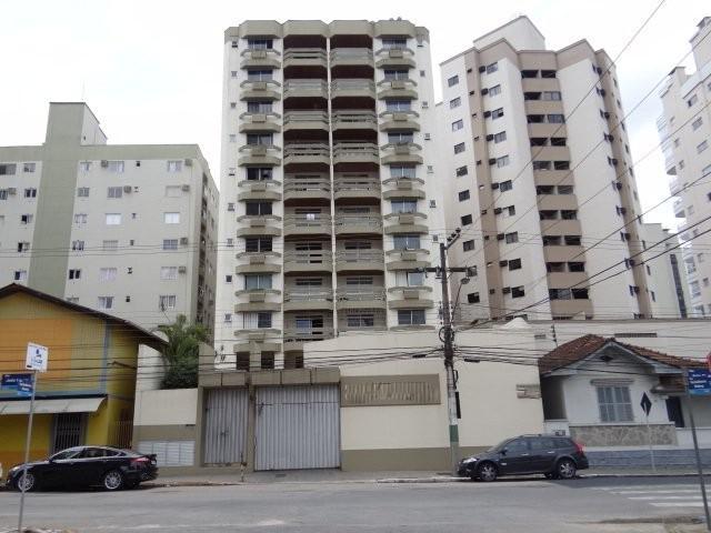 Apto com 3 dormitórios no centro da cidade! de Webbimóveis