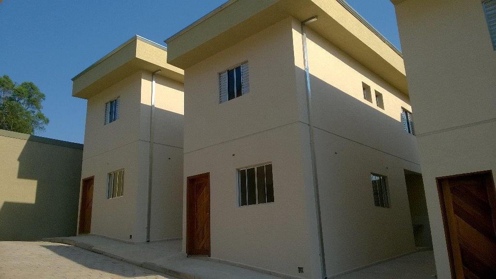 Sobrados isolados em condomínio de 70m² com duas suites