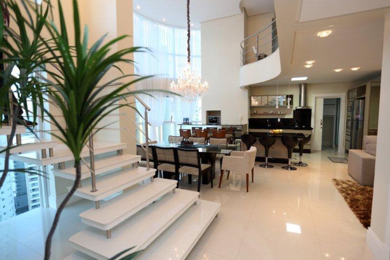Apartamento Duplex residencial (mobiliado, decorado e equipa de Real MAP Imóveis.'