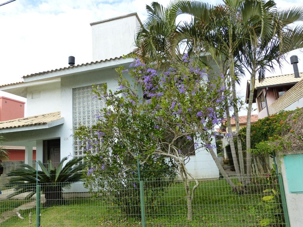 Casa com 04 dormitórios, financiável no Campeche!!