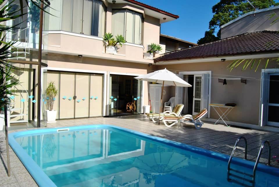 Linda casa mobiliada com piscina nos Açores