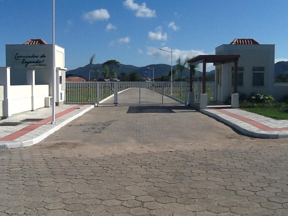Belo terreno em condomínio fechado no Campeche