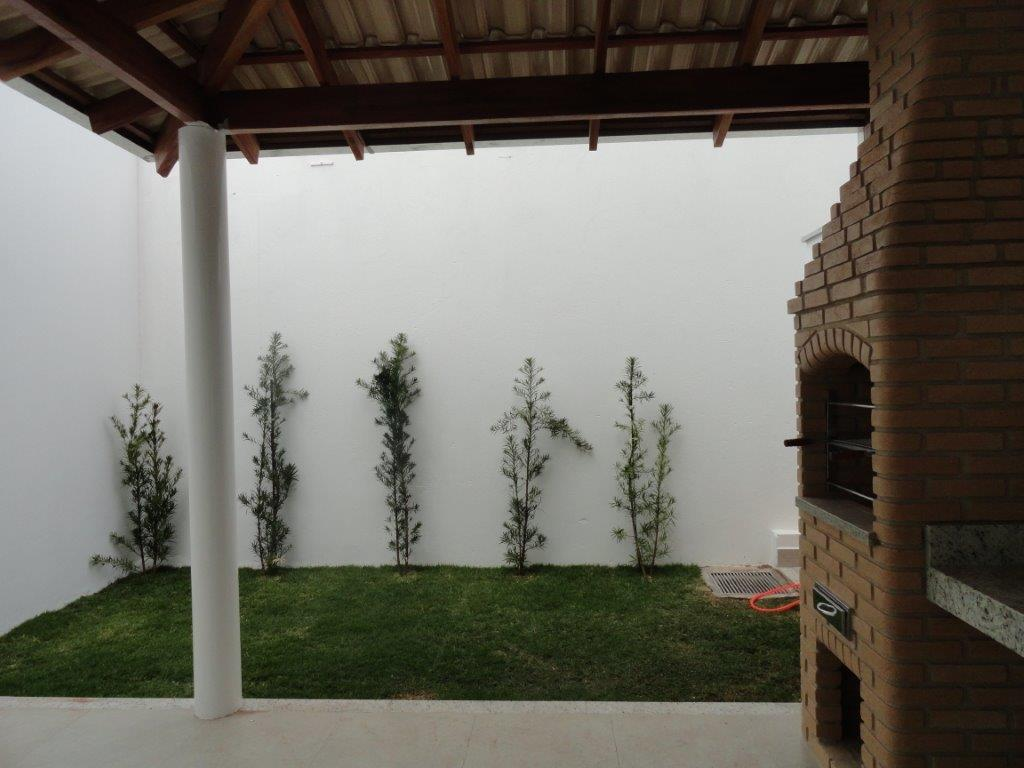 Sobrado residencial à venda, Itapema Sul, Uberlândia - LF000