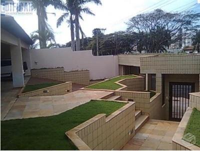 More ao lado do Praia Clube - Casa de alto padrão