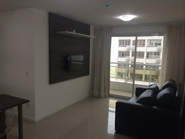 Apartamento novo e mobiliado, 2 salas, 2 quartos, 1 suíte, 1 de Escala Imóveis