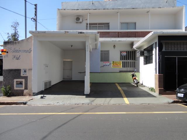 Casa com 3 dormitórios para alugar, 204 m² por R$ 1.250/mês - Centro - Uberaba/MG