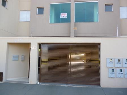 Apartamento com 2 dormitórios para alugar, 74 m² por R$ 600/mês - Olinda - Uberaba/MG