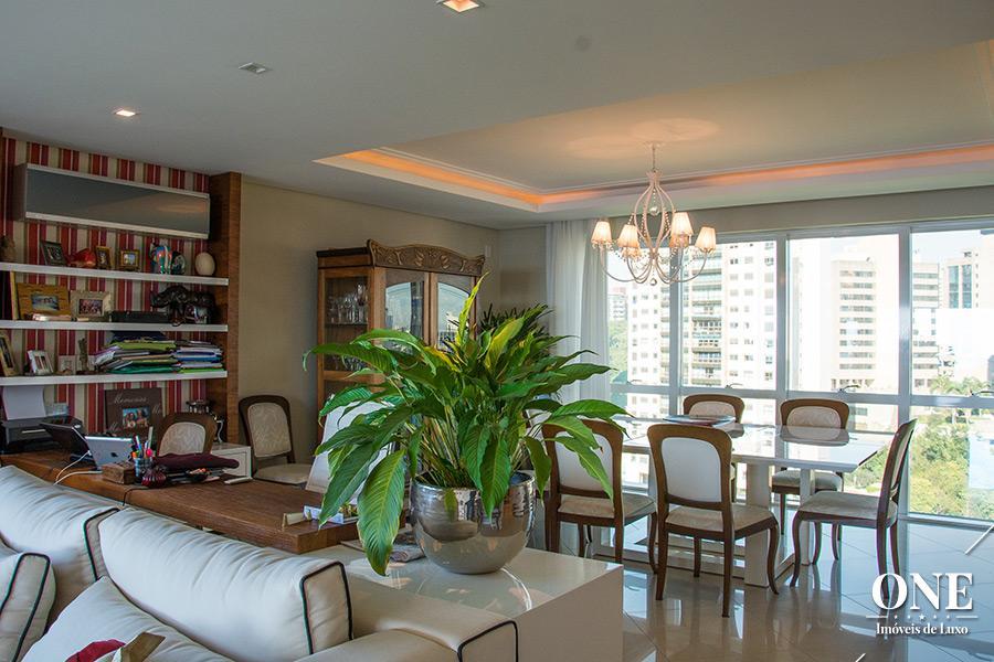 Apartamento de 3 dormitórios em Três Figueiras, Porto Alegre - RS