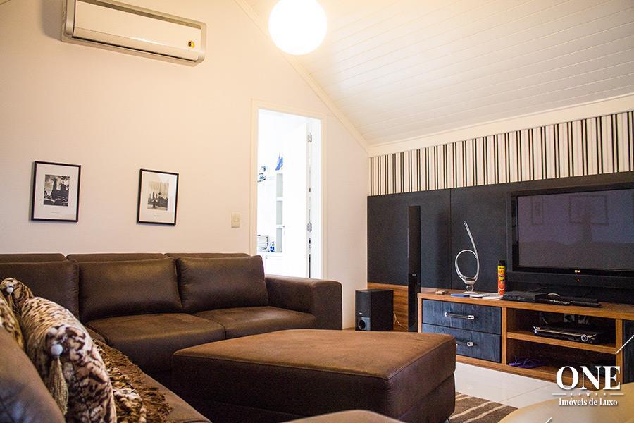 Casa de 5 dormitórios em Jardim Botânico, Porto Alegre - RS