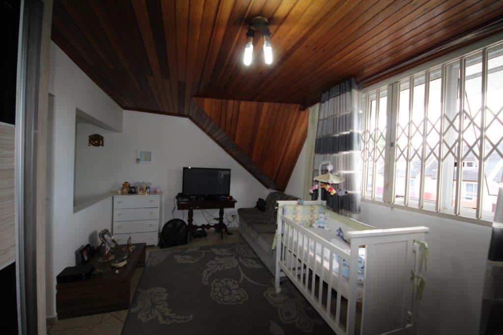 Sobrado de 4 dormitórios em Xaxim, Curitiba - PR