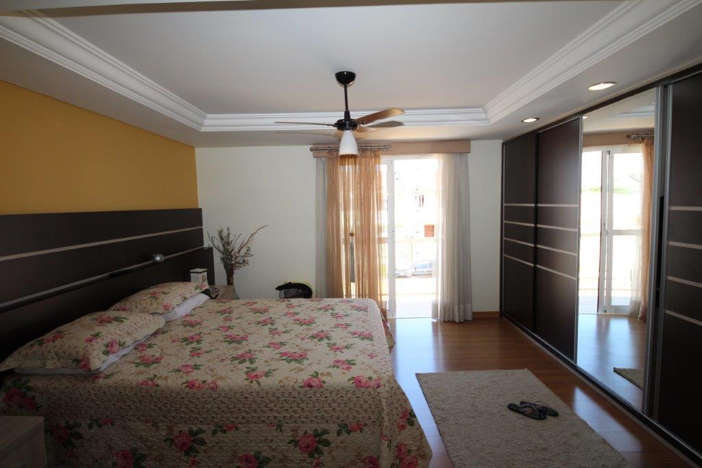 Sobrado de 4 dormitórios em Santa Felicidade, Curitiba - PR