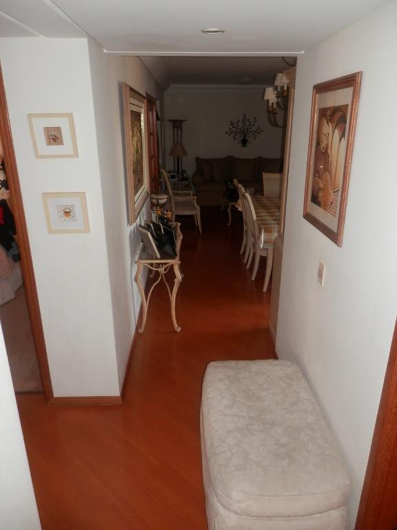 Apartamento de 4 dormitórios em Cabral, Curitiba - PR
