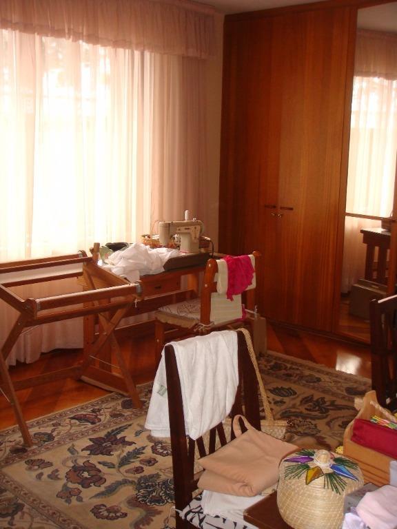 Casa de 6 dormitórios em Jardim Social, Curitiba - PR