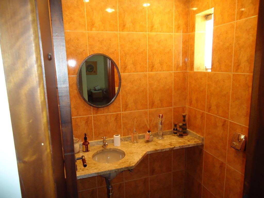 Casa de 4 dormitórios em Bom Retiro, Curitiba - PR