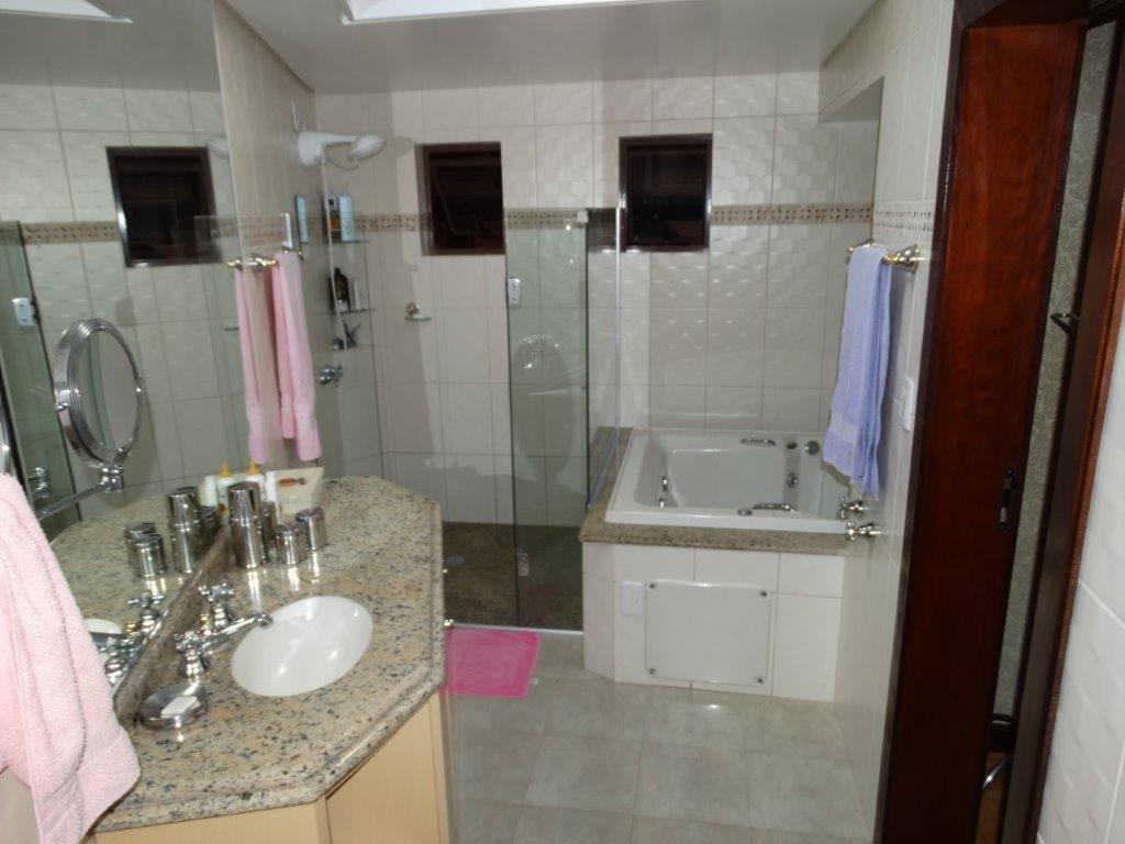 Casa de 4 dormitórios à venda em Mercês, Curitiba - PR
