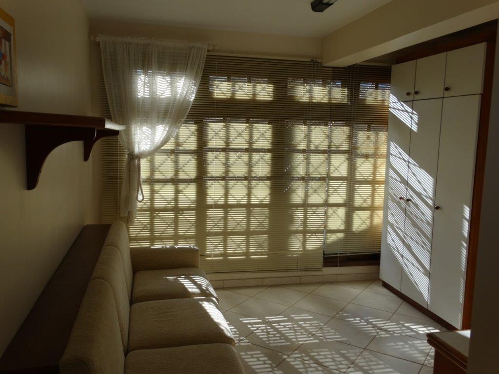 Casa de 4 dormitórios à venda em Guabirotuba, Curitiba - PR