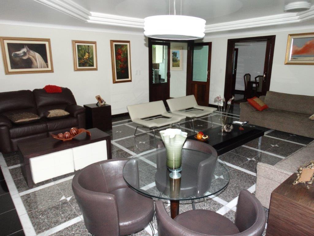 Casa à venda em Mercês, Curitiba - PR